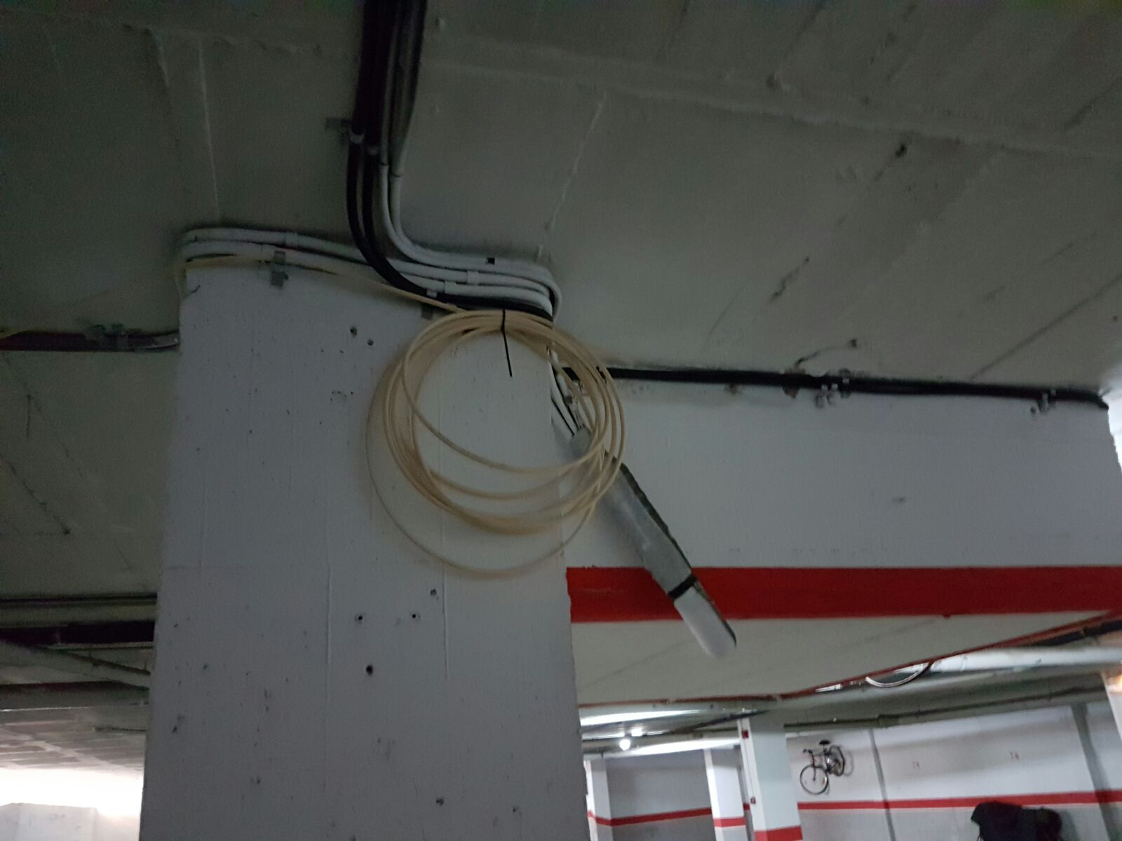 parking cable colgando 2.jpg
